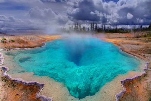 Sitios Impresionantes Dentro De Yellowstone deep hole blue