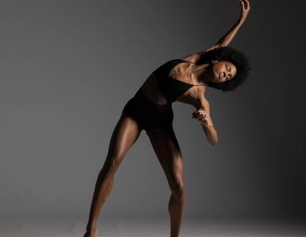 La bailarina estadounidense paige fraser baila con escoliosis 1