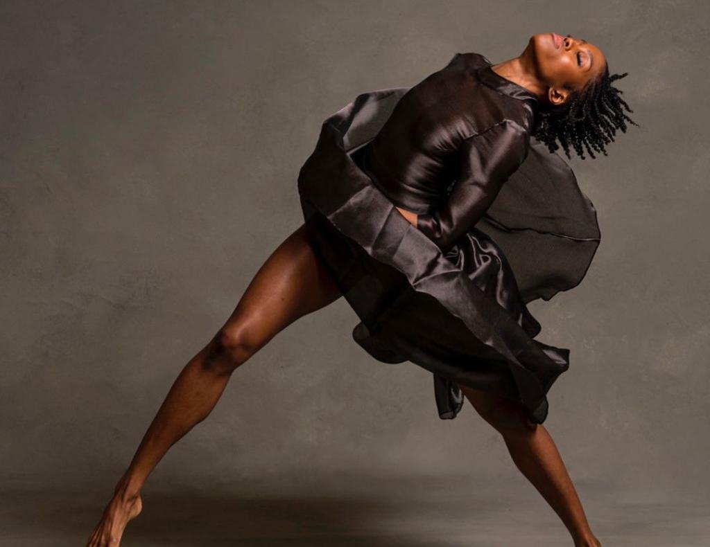 La bailarina estadounidense paige fraser baila con escoliosis 2